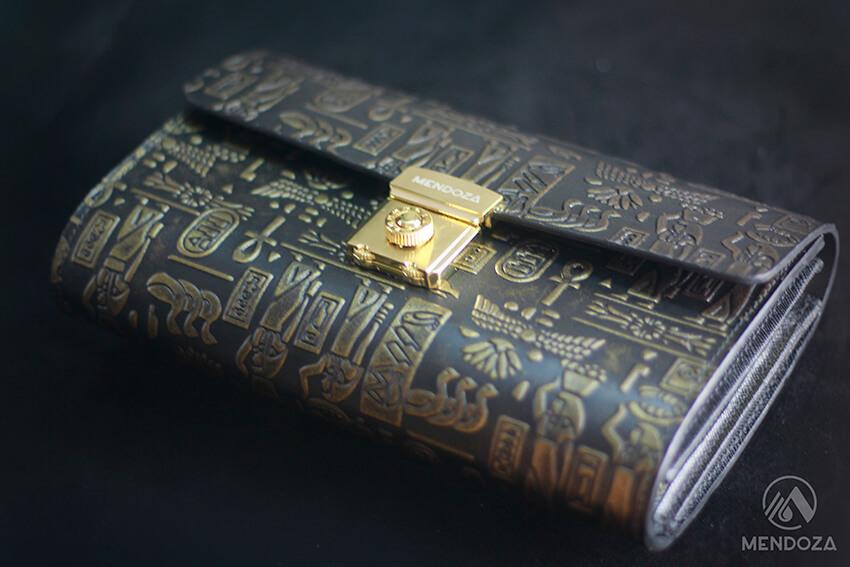 Ví cầm tay khóa số Unisex da bò dập họa tiết Ai Cập