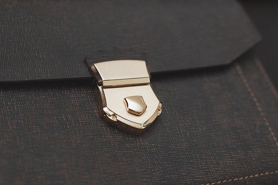 Clutch cầm tay nam khóa số da bò Saffiano CK09
